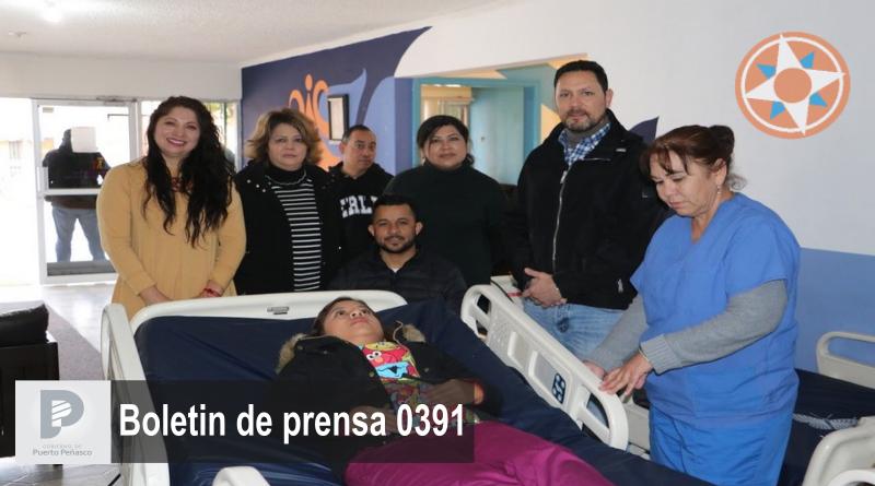 Alcalde Kiko Munro entrega camas médicas a la Unidad Básica de Rehabilitación